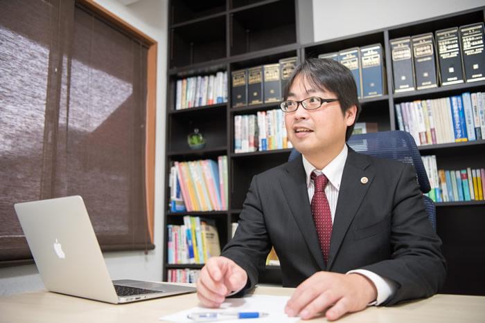 弁護士・辻上友男